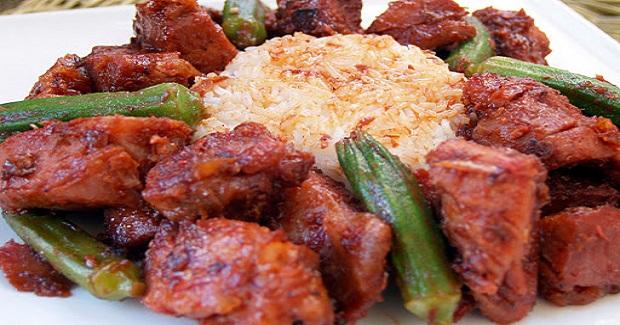 Binagoong Babboy (Pork Simmered In Shrimp Paste) Recipe