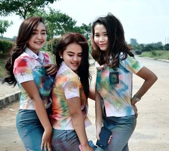 Foto Hot Gadis SMK Pamer Toket Dan Paha Mulus
