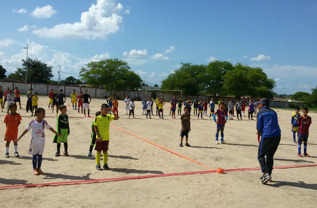 equipo-profesional-de-futbol-jbl-del-ulia-dicto-clinica-deportiva