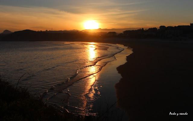 Amanecer en la playa de la Concha  de Suances