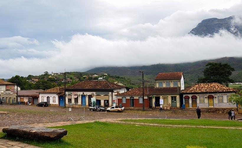 Praça Monsenhor Mendes na minissérie Se Eu Fechar os Olhos Agora: cenários da minissérie da Globo em Catas Altas. Foto: Marilane Batista/Ascom