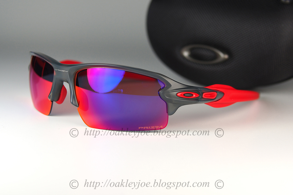 008778104ef grey smoke + road prizm  225 lens pre coated with Oakley hydrophobic nano  solution complete set with box