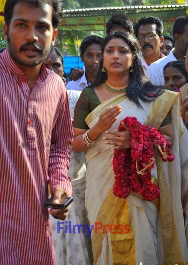 Mallu Serial Actress Praveena in Set Saree Photos