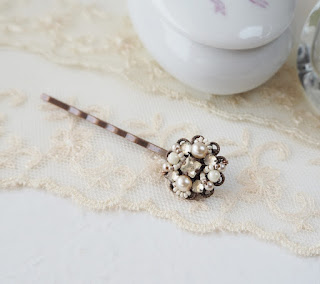 bridal hair jewelry with rhinestones and pearls, vintage style