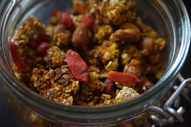 recette_recipe_homemade_granola_fait_maison_flocons_avoine_healthy_sain_vegan_reequilibrage_alimentaire_food_gourmand_simple_facile_petit_déjeuner_breakfast_orange_cajou_goji_agrumes_épices_cannelle