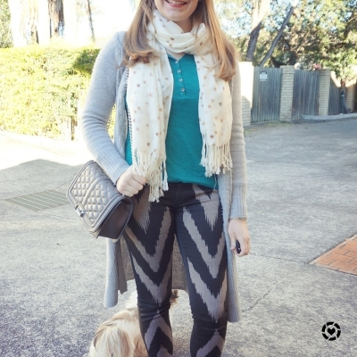 @awayfromblue teal henley print mixing skinny jeans star print scarf
