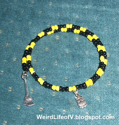 DIY: Harry Potter Hufflepuff inspired beaded memory wire bracelet