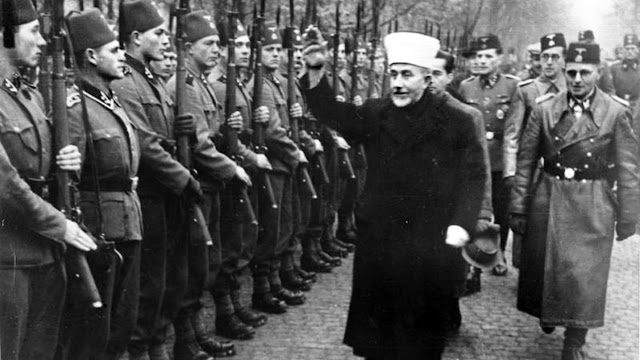 """Le Grand Mufti Amin Al-Husseini inspectant la division de Waffen SS musulmane """"Handschar"""""""