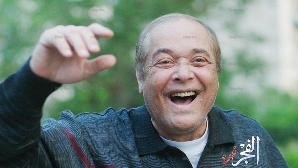 الصورة الأخيرة لـ محمود عبدالعزيز قبل وفاته بأيام قليلة لا تصدق !!!