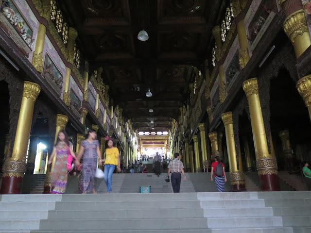 Escaleras en Shwedagon Paya