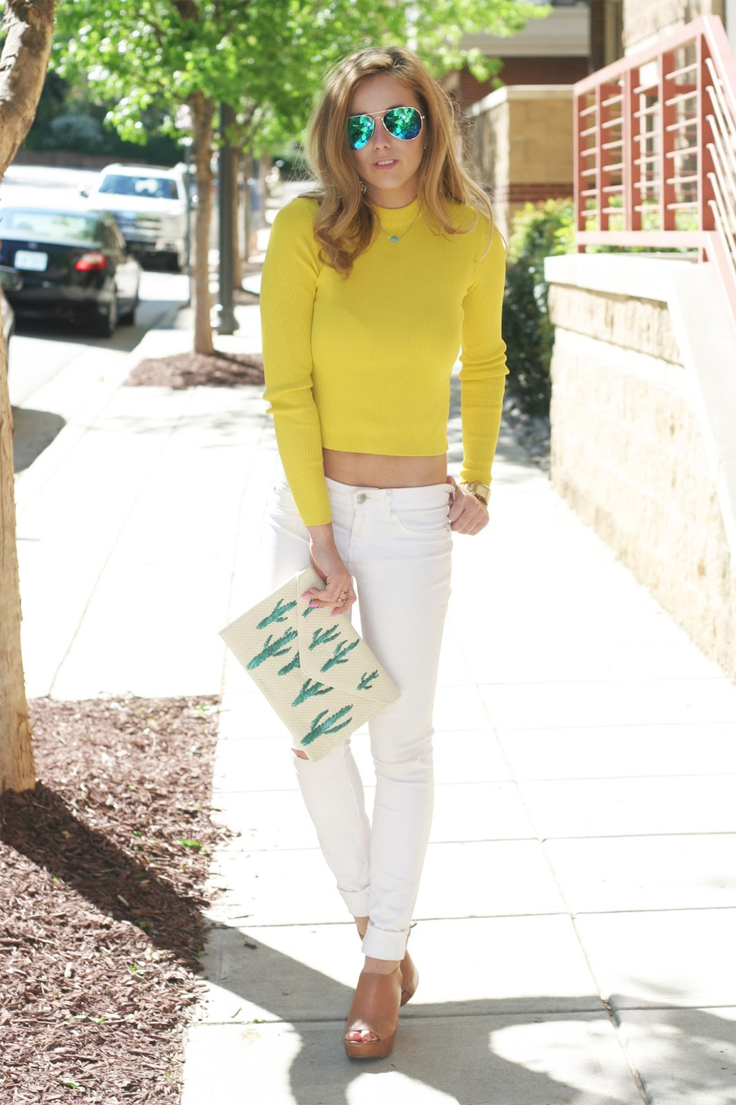 Effortless-fashion-blogger-pose-sponsorship-street-style
