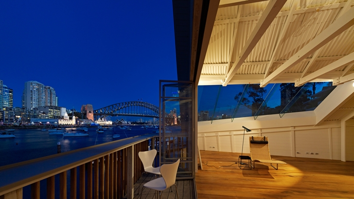 Balcony of Lavender Bay Boatshed by Stephen Collier Architects with bridge view