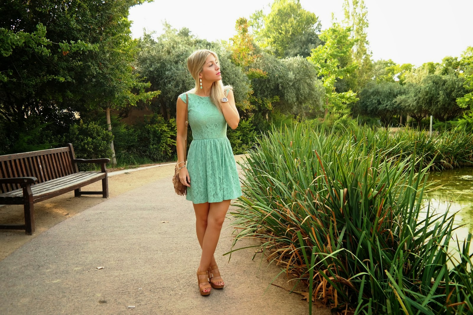 Vestido verde agua y dorado