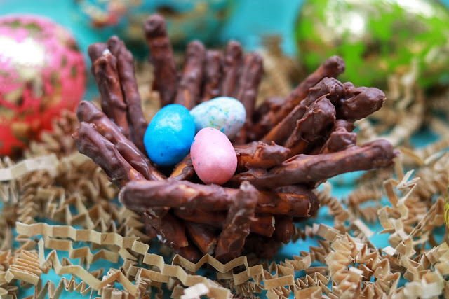 Easy Easter Dessert - Chocolate Pretzel Bird Nests