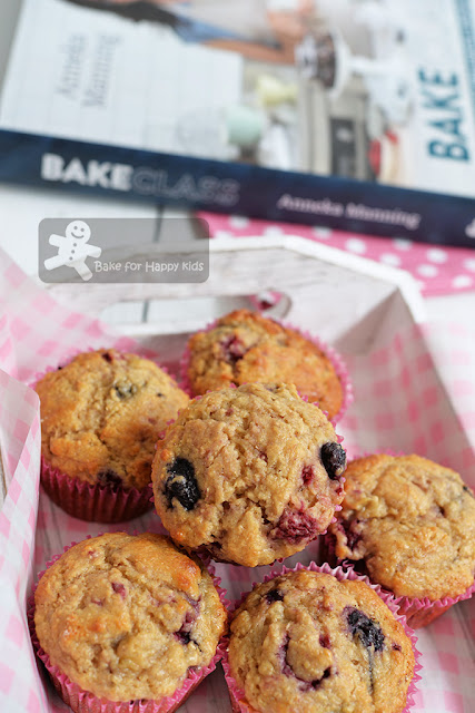 low fat easy banana berry wholemeal muffins
