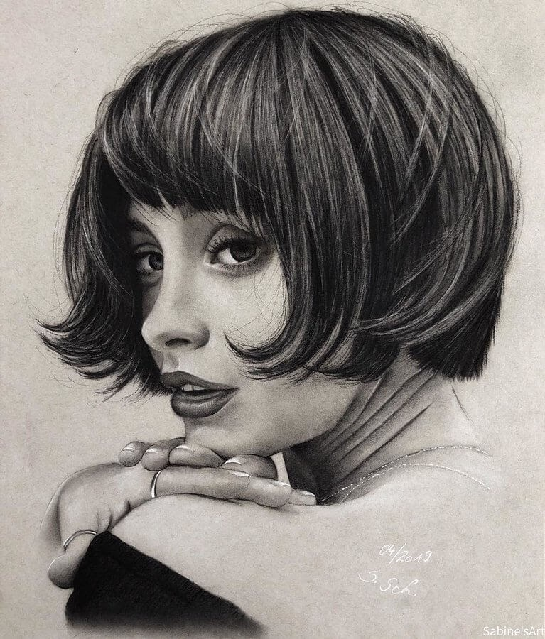 01-Taylor-LaShae-Sabine-S-Charcoal-Portraits-Realistic-Drawings-www-designstack-co