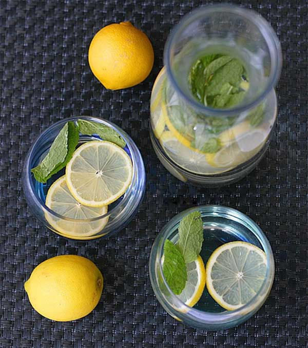 Công thức detox từ chanh và lá bạc hà