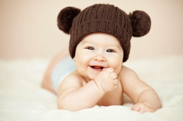 Foto Bayi Laki-laki Buka Baju