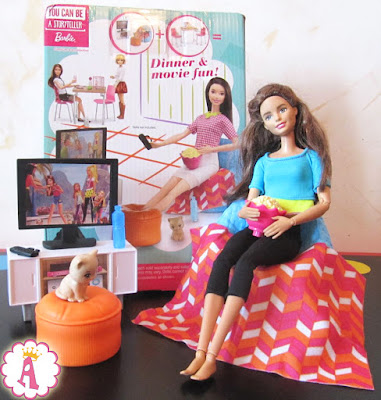 Barbie Made to Move и мебель Movie Night Furniture & Accessories