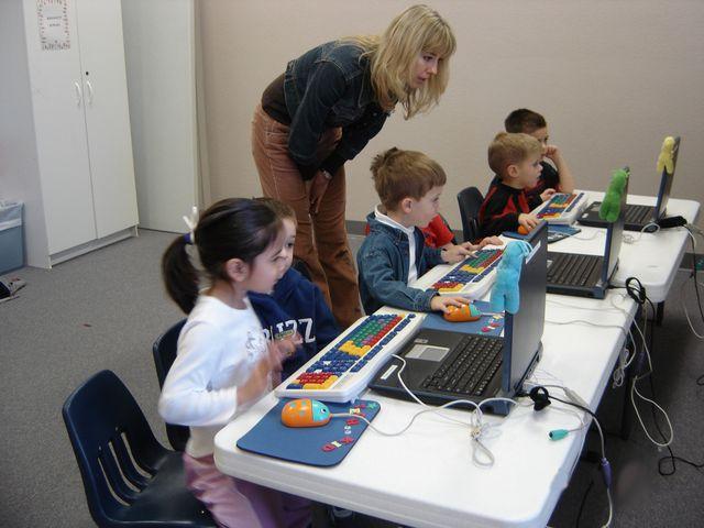 Pendekatan Teknologi dalam Perumusan Tujuan Pembelajaran