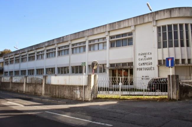 847e17f0a «Os 322 operários da histórica fábrica de calçado Campeão Português, de  Guimarães, foram ontem pela última vez ao local onde trabalharam durante  décadas.