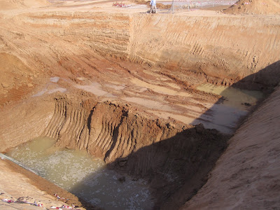 Rubul-Xali'də 3m dərinlikdən tapılmış su