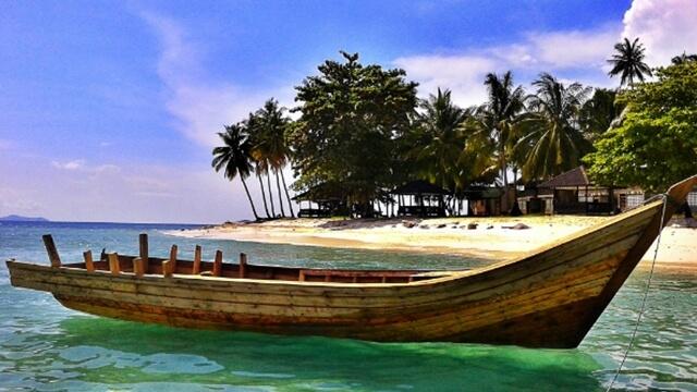 Pulau Cantik Itu Bernama Randayan