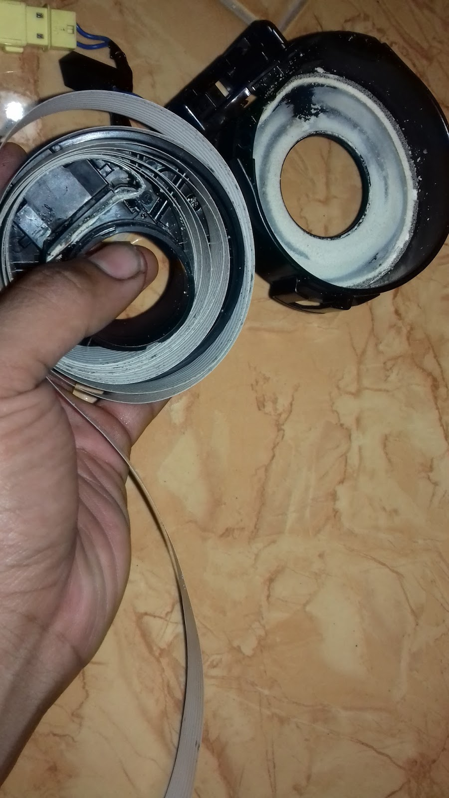 nyala dan bel horn tidak akan berfungsi hal itu disebabkan reel cable putus ini penampakannya dan panjang kabel tersebut kurang lebih 1 5meter  [ 900 x 1600 Pixel ]