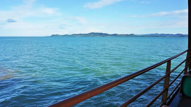 Изображение залива и берега материковой части Тайланда