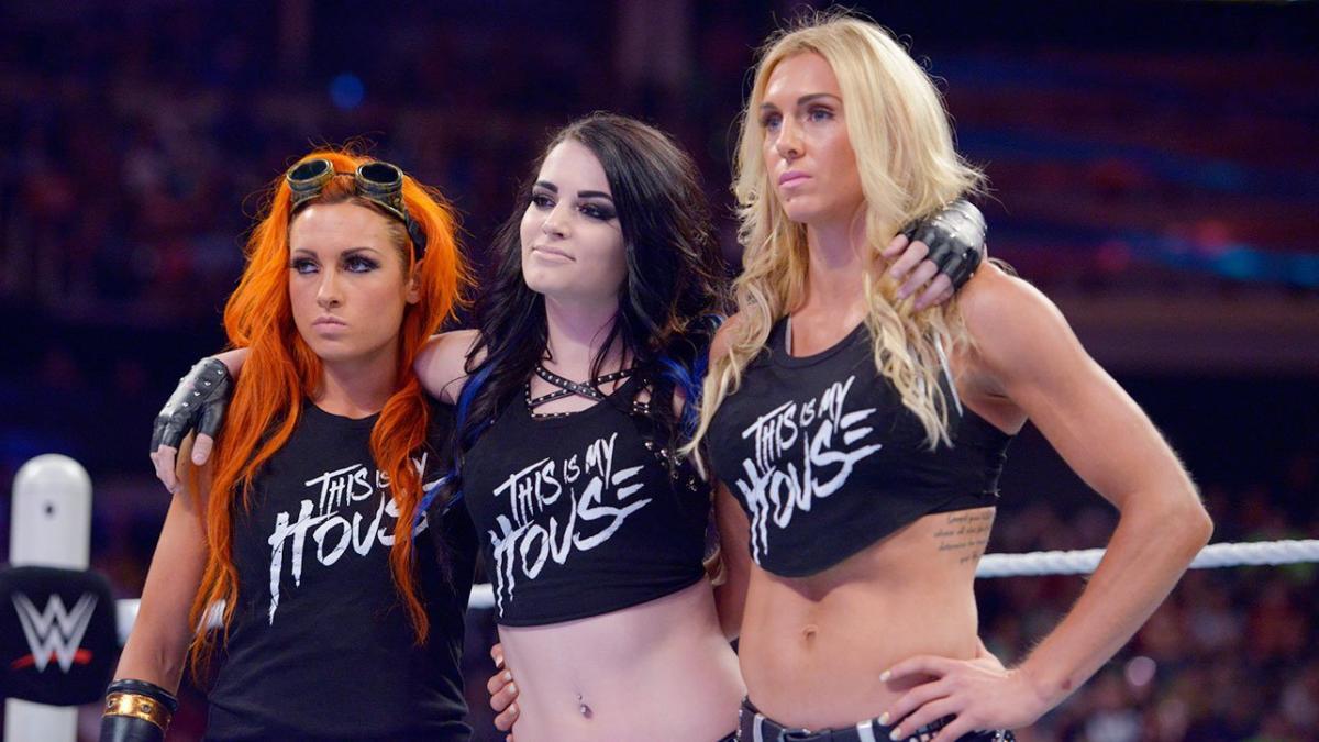 Paige e Charlotte Flair apoiam Becky Lynch em críticas sobre desigualdade