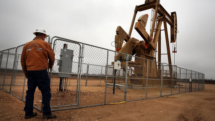 US oil production plunges as the industry retrenches, and more cuts are expected after price crash