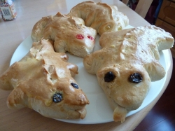 https://elynmacinnis.hubpages.com/hub/dragon-biscuits