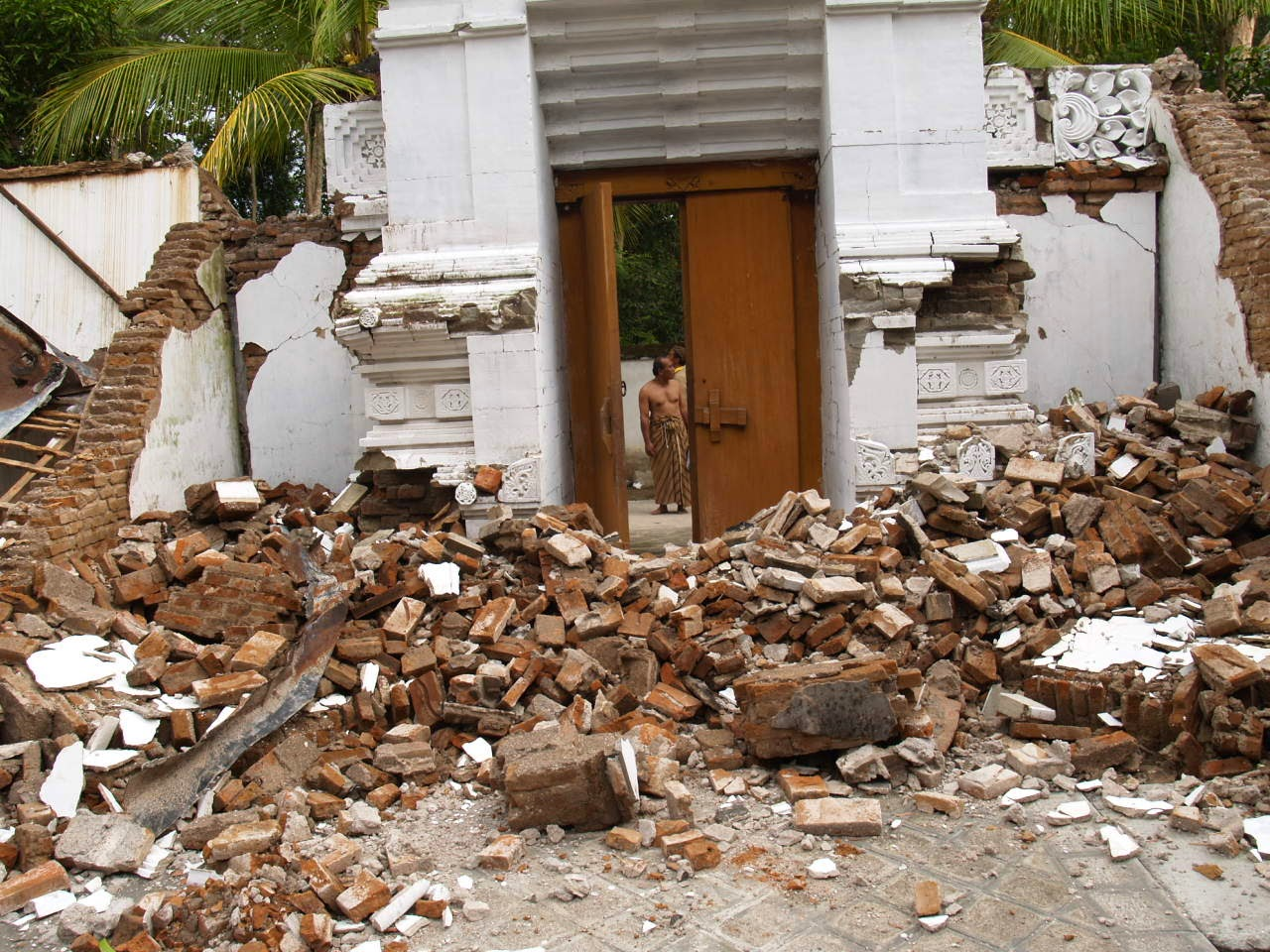 Apa Saja Dampak Positif dan negatif gempa bumi theleaders