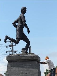 Patung Legenda Sepakbola Jawa Tengah Ribut Waidi Digeser