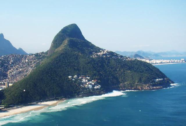 vista aérea da Avenida Niemeyer – Rio de Janeiro