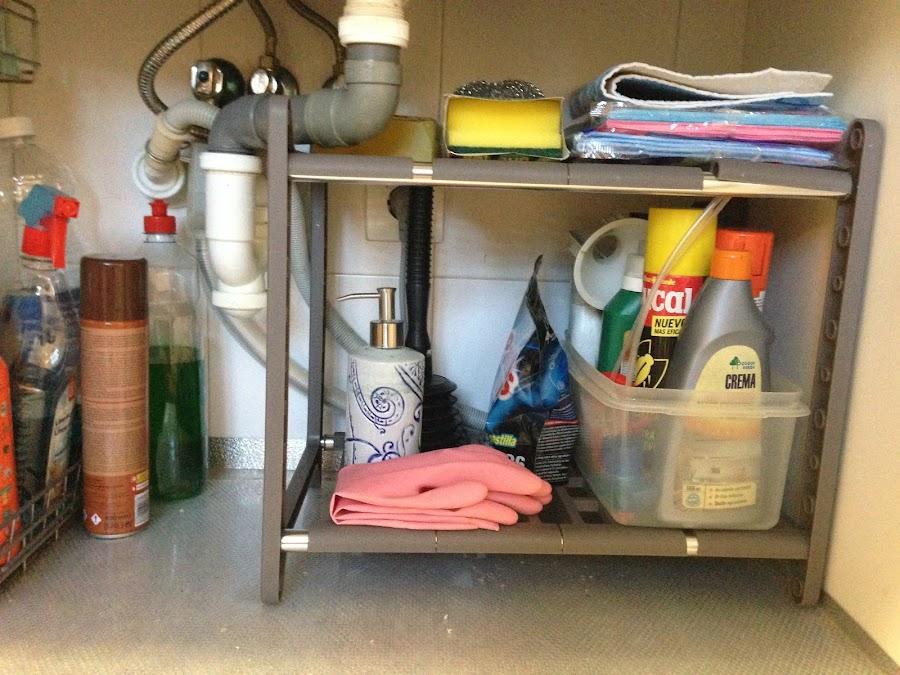 estantes armario bajo fregadero