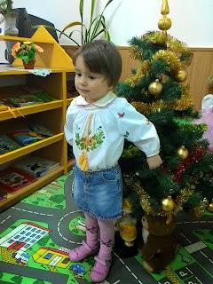 Детская вышиванка на девочку из белой рубашечной ткани с длинным рукавом