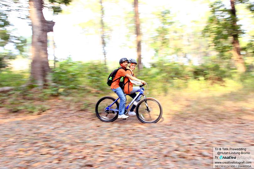 pre wedding adventure dengan sepeda