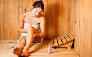девушка в бане в полотенце париться похудение