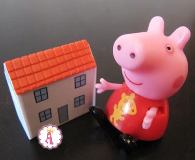 Фигурка свинки Пеппы и ее домика для кукол
