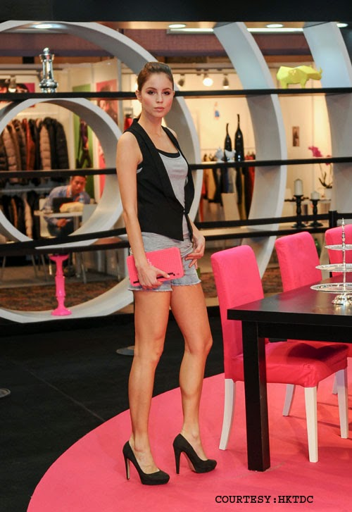 Life Style Expo istanbul: Model displaying glorious products