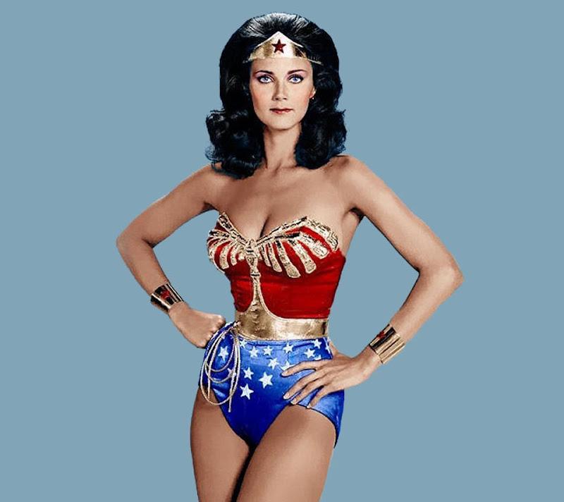 http://2.bp.blogspot.com/-Fh46K10tR3U/TfENzkeWqGI/AAAAAAAAALA/QmeuD2QQro0/s800/Wonder_Woman.jpg