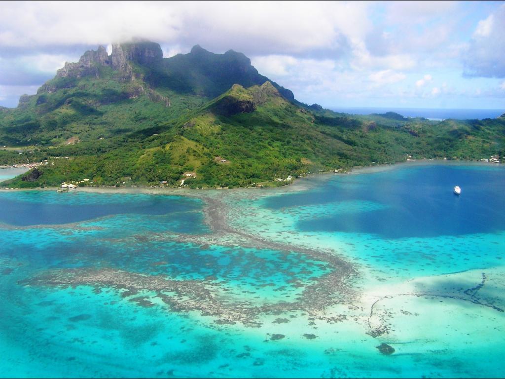 Far Beyond Borders: Bora Bora Island - French Polynesia ...