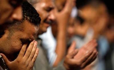 Doa Ketika Melihat Orang-orang Tertimpa Musibah