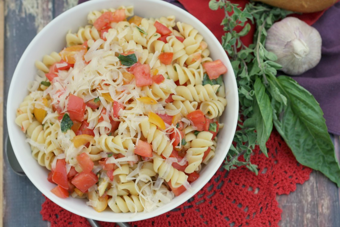 Fusilli w/ Raw Tomato Sauce recipe