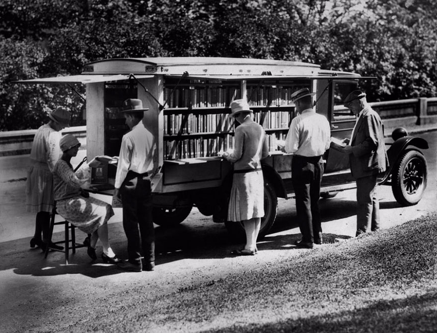 Before Amazon, We Had Bookmobiles 15+ Rare Photos Of Libraries-On-Wheels - The First Bookmobile Of The Public Library Of Cincinnati, 1927