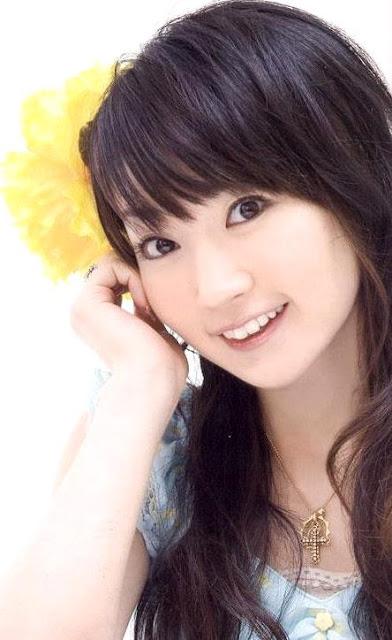 Foto de Nana Mizuki posando para fans