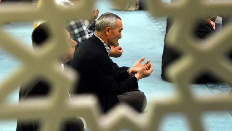 Hâfız pazarlık etmeden, Allah rızası için okumalıdır