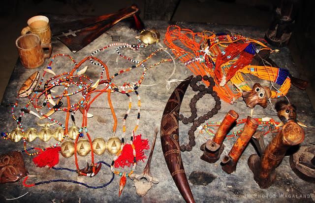 konyak-artifacts-on-sale-longwa-village-mon-nagaland-photo