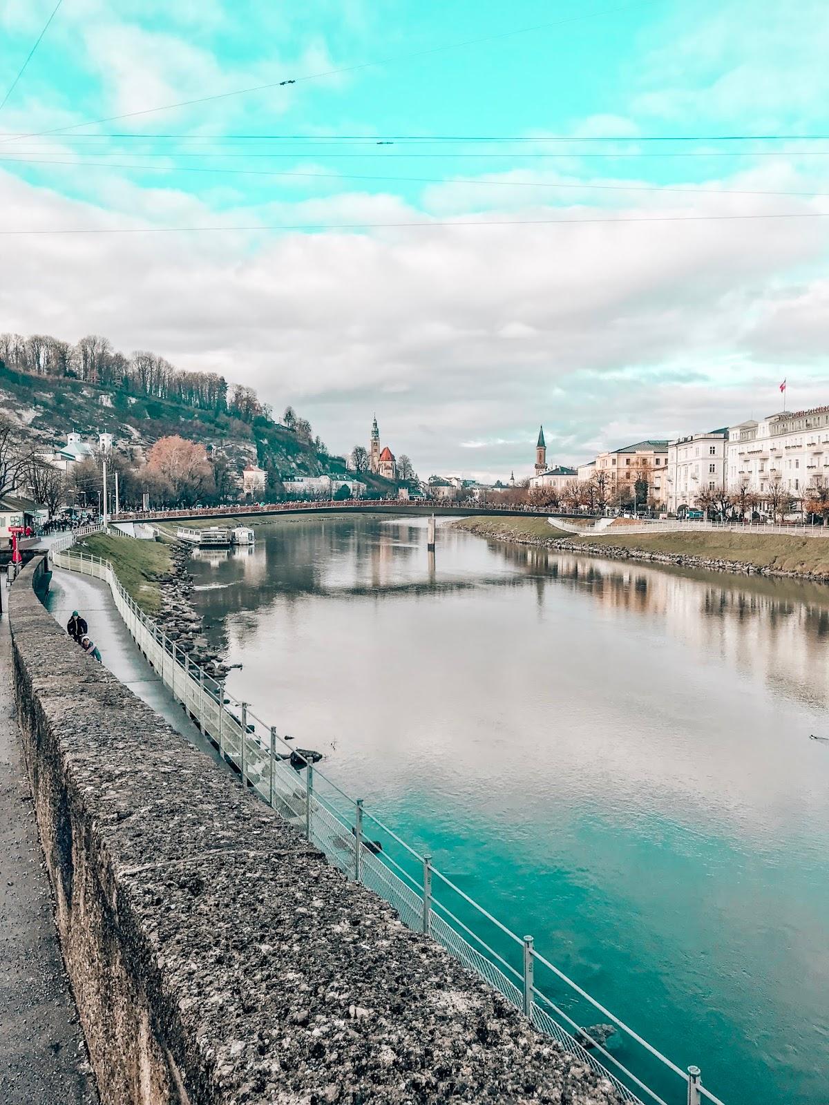 Salzburg potepanje po mostu nad reko Salzach